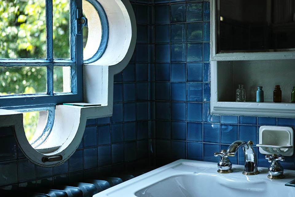 窓際の洗面所