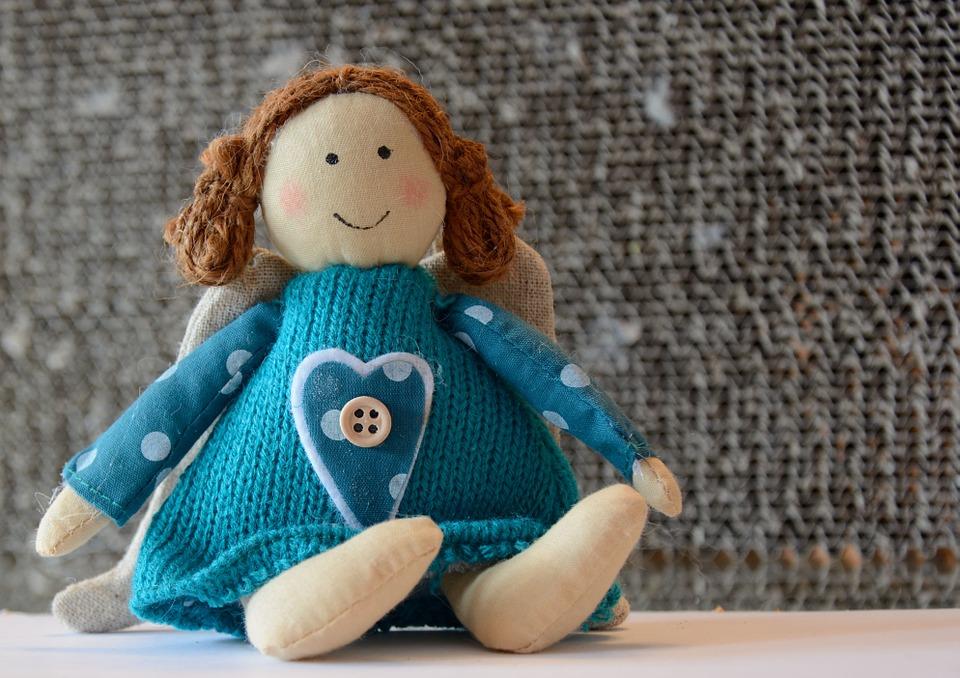 青い洋服の人形